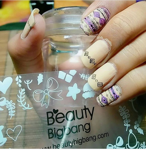 cream and pattern gel nails