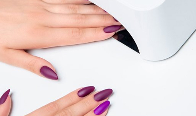 cure nails under uv lamp