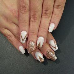 white with gold stripes nails